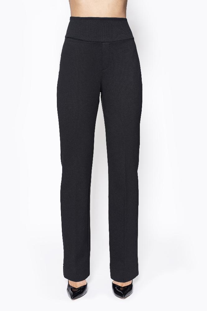 De pants city punto is een luxe basis broek met rechte pijp, dubbele stevige tailleband en met twee strookzakken aan de achterkant en 1 strookzak aan de voorkant.  Materiaal: 95% viscose, 5% elastaan.